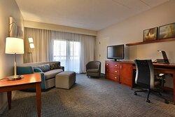 Queen/Queen Suite - Living Room