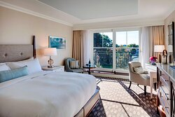 Deluxe King Harbor View Guest Room