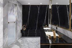 Royal Reges Suite Bathroom