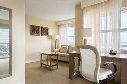 King Deluxe Oceanfront Guest Room - Sitting Area