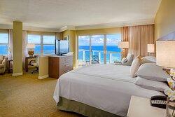 King Corner Oceanfront Guest Room