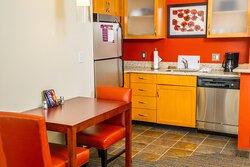 King Studio Suite - Kitchen