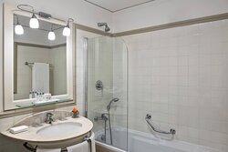 High Floor Panoramic Guest Bathroom