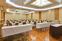 The Royal Ballroom, 1350 Sq. Ft. of Elegant Meeting Space
