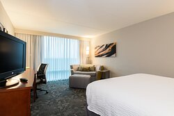 King Guest Room – Seating Area