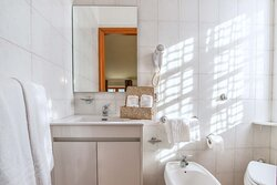 Bagno (Camera Matrimoniale) / Bathroom (Double Room with Queen Size Bed)