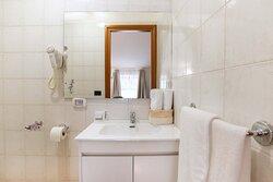 Bagno (Camera Doppia con Letti Singoli) / Bathroom (Double Room with Two SingleBeds)