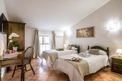Camera con Due Letti Singoli / Double Room with Two Single Beds