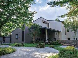 富士天嘉会館は山梨県山中湖村平野にある、貴重な1棟貸し切り別荘です