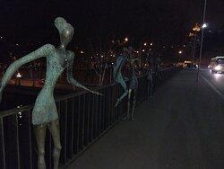 Bronze figures on top of the Nikoloz Baratashvili Bridge
