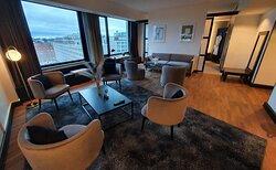 Crowne Suite #913