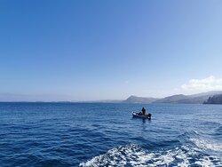 Un pêcheur sur sa barque