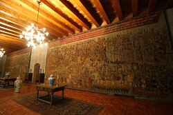 The waiting hall is decorated with copies of Pastran carpets celebrating Portuguese victories in Morocco.