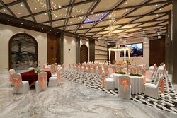 Shagun - Our well decorated Air-conditioned Banquet Hall is fully automated to match with theme of your function / event. Its inbuilt giant LED screen facilitate you to make your event live and fascinating. Marigold has a capacity to accommodate and cater approximately 500 persons.