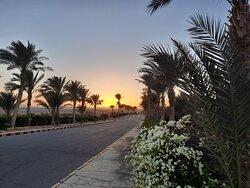 Zachod słońca przed hotelem