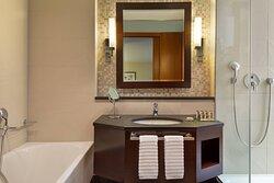 Imperial Club Twin/Twin Bathroom