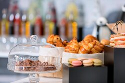 Terrace Coffee Break - Macaroons and Pastries