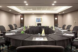 Clearwater/ Orlando Meeting Rooms – Oval Setup