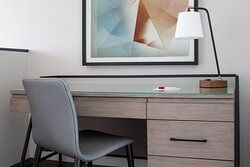 Bi-Level Suite - Desk