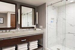 Luxury Waterfront Suite - Guest Bathroom