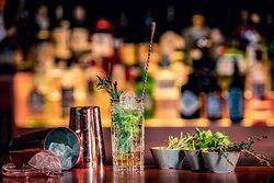Champions - Bar & Restaurant - Gin & Tonic