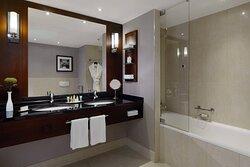 Grand Executive Guest Bathroom