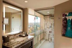 Corner Park View Suite - Bathroom