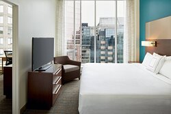 Deluxe Premium One-Bedroom Suite - Bedroom