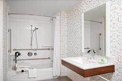 Accesible guest room with bathtub and hand rails