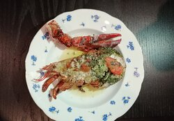 •Entrée 1 Demi homard 250g – tomate fondue – beurre aux herbes– ratatouille