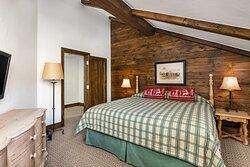 Golden Peak 1 Floor Master Bedroom