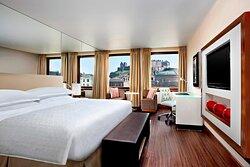 Club King Guest Room - Castle Views