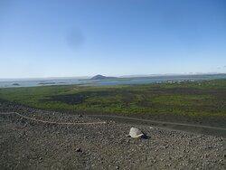 Trasa wejściowa  na krater jest ściśle wytyczona . Widać ogrodzenia miejsc przez które nie wolno przechodzić .
