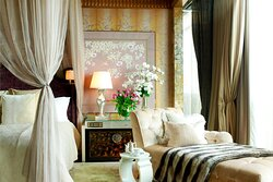 Presidential Suite - Bedroom Divine Chaise Lounge