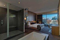 King Marvelous Suite Guest Room