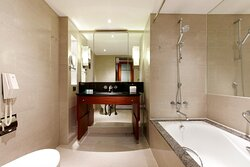 King Superior Bathroom - Tub/Shower Combo