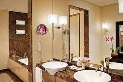 Premier Executive Suite - Bathroom