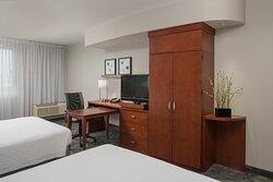 Queen/Queen Guest Room - In-Room Amenities