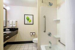 Queen/Queen Guest Room - Bathroom