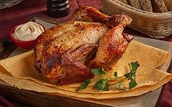 Самое популярное блюдо - фермерский цыпленок на гриле, подается в лаваше с соусом приготовленном по фирменному рецепту шефа