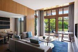 Deluxe Garden Villa - Living Room