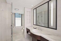 Executive Deluxe Suite - Bathroom