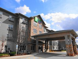 Welcome to the Holiday Inn Express Roselle near Schaumburg