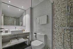 Family Room Suite - Bathroom