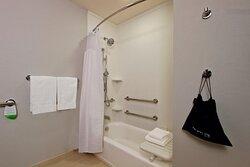 Queen/Queen Accessible Bathroom - Tub