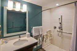 Accessible Queen/Queen Studio Bathroom