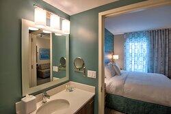 Studio King Suite - Bathroom