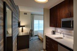 Urban King Guest Room - Kitchenette