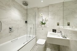 Rock Royalty Queen Room Bathroom