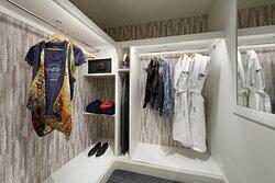 Rock Royalty Junior Suite Walk in Wardrobe